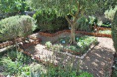 Uzes Medieval Garden photo uzes-jardin0038b.jpg (105 k)