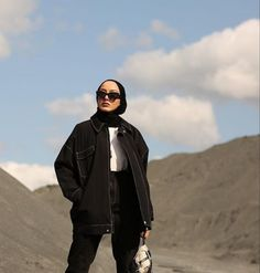 Casual Hijab Outfit, Hijab Chic, Edgy Outfits, Modest Outfits, Fashion Outfits, Modern Hijab Fashion, Street Hijab Fashion, Korean Girl Fashion, Muslim Fashion