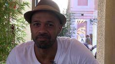 Brèves de Célib, épisode 2 sous le soleil de Nice : qu'est-ce qu'on regarde en premier chez une personne qui nous plaît ? #canasucre #meetic #lcdexjc #video #nice #amour #frenchriviera #prestation
