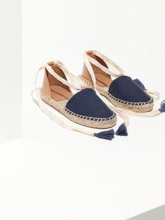 ESPARTEÑA POMPÓN Gold High Heel Sandals, Shoes Sandals, Cute Shoes, Me Too Shoes, Dorothy Shoes, Bohemian Sandals, Chelsea Ankle Boots, Espadrille Shoes, Types Of Shoes