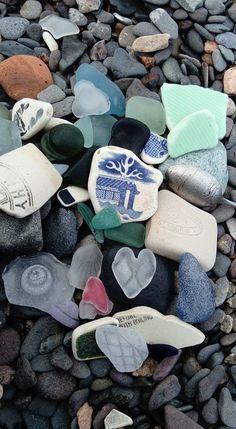 Sea glass and pottery Sea Glass Beach, Sea Glass Art, Beach Stones, Sea Glass Jewelry, Glass Beads, Glass Rocks, Mermaid Tears, Sea Glass Crafts, Beach Crafts