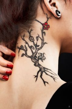 Love for this style to be on my shoulder blade leading to spine...