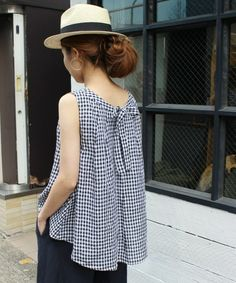 ❤️ Small black and white gingham! Sewing Clothes, Diy Clothes, Party Gowns Online, Mode Top, Sleeveless Jacket, Mode Inspiration, Blouse Styles, Refashion, Dressmaking