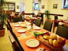 Willa Halka pokoje gościnne w centrum Zakopane góry Tatry wakacje Table Settings, Table Top Decorations, Place Settings, Desk Layout