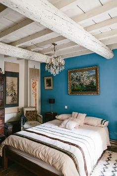 Bold statement bedroom wall: Y/N? (We're kind of loving this one in case you were wondering. Decor, Home, Statement Bedroom, Blue Bedroom Walls, Blue Headboard, Blue Painted Walls, Blue Walls, Bedroom, Dark Blue Wallpaper