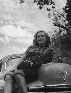 Norma Jean (Marilyn Monroe) posing on car, Young Marilyn Monroe, Norma Jean Marilyn Monroe, Marilyn Monroe Photos, Brigitte Bardot, Classic Hollywood, Old Hollywood, Hollywood Actresses, Divas, Pin Up