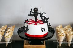 Auckland mum Melissa hosted the 'best party ever' for her son's birthday. A Ninja Party with a Professianl Ninja training school! Ninja Birthday Cake, Ninja Cake, Karate Birthday, Ninja Birthday Parties, Ninja Party, Birthday Party Themes, July Birthday, Party Food Containers, Bolo Ninja
