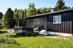 Fine farger til hytta Scandinavian Cottage, Small Living, Tiny House, Shed, Outdoor Structures, Lady, Inspiration, Rustic Homes, Houses