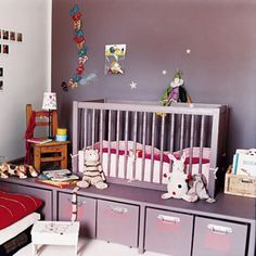 Une chambre modulable pour enfants peinte en mauve Kid Spaces, Home Staging, Cot, Kids Bedroom, Cribs, Decoration, Kids Toys, Mauve, Inspiration