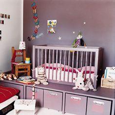 Une chambre modulable pour enfants peinte en mauve
