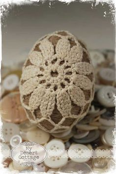 **My Desert Cottage**: Twine and Lace Easter Egg Tutorial Egg Crafts, Yarn Crafts, Easter Crafts, Crochet Daisy, Crochet Yarn, Crochet Motif, Crochet Stone, Easter Crochet Patterns, Easter Egg Designs