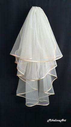 wedding veils Ivory+Wedding+Veil+Three+Layers+by+MikelinaArt+on+Etsy Malay Wedding Dress, Wedding Dresses, Ivory Wedding Veils, Lace Veils, Bridal Veils, Headpiece Wedding, Emerald Green Weddings, Short Veil, Floral Headpiece