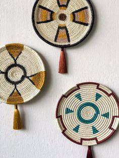 59 ideas basket rattan inspiration for 2019 Baskets On Wall, Wall Basket, Rattan Basket, Basket Decoration, Round Mirrors, Handmade Home, Plates On Wall, Basket Weaving, Mandala