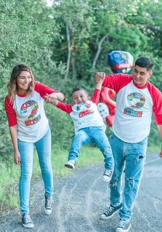 Family photoshoot paw patrol party, DIY SHIRTS!  Paw Patrol Party, Paw Patrol Photoshoot ideas #pawpatrol #photoshoot