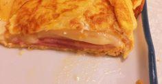 卵焼きフライパンに、油を引き温める 温まったら卵を半分流し、その上に ベーコン、餅、チーズをのせる子供さんに喜ばれるよ