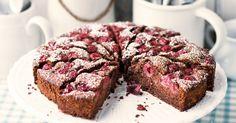 Der braune Kirschkuchen schmeckt mit frischen Kirschen oder mit Kirschen aus dem Glas einfach lecker und schokoladig. Lassen Sie es sich schmecken.