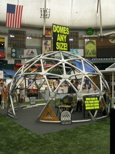 Frames made of steel for geodesic domes hurricane tornado - Dome Inc. Underground Greenhouse, Pole House, Geodesic Dome Homes, Metal Workshop, Cool Art Projects, Round House, Construction, Outdoor Rooms, Steel Frame