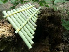 How to make a bamboo pan flute Pan Flute, Bamboo Crafts, Wood Crafts, Diy Coffee Table, Nature Crafts, Diy Projects, Upcycling Projects, Carving, Cool Stuff
