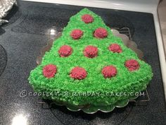 Coolest Christmas Tree Cake... This website is the Pinterest of Christmas cakes
