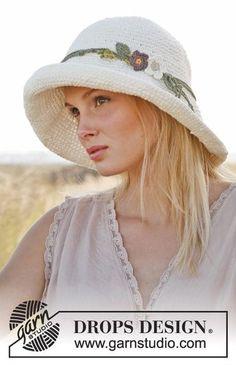 Virkattu DROPS hattu kaksinkertaisesta Bomull-Lin- tai Paris-langasta. Ilmaiset ohjeet DROPS Designilta.