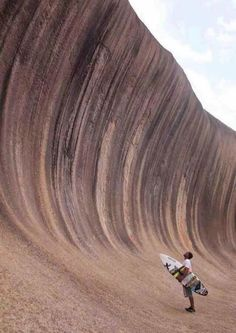 Wave Rock (Rock Ola) near Hyden, Western Australia. Believed to be one of the oldest rocks on Earth, with million years. Its distinctive shape is caused by erosion of 60 million years. Big Waves, Ocean Waves, Wave Rock, Rock Rock, Malibu, Sup Surf, Wave Surf, Surfs Up, Photos Of The Week