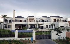 High Style in South Africa: Ronan by Nico van der Meulen - Stylish Eve South African Homes, African House, White Mansion, F12 Berlinetta, Key Projects, Best Bathroom Designs, Amazing Bathrooms, Traditional House, Decoration