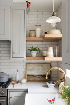 Handcrafted by Farmhouse. Designed by Studio McGee #Designed #Farmhouse #Handcrafted #kitchendecoration #kitchendesign #McGee #studio<br> Modern Farmhouse Kitchens, Farmhouse Design, Farmhouse Decor, Farmhouse Pottery, Small Kitchens, Kitchens Uk, Farmhouse Style, Studio Mcgee, Home Decor Kitchen