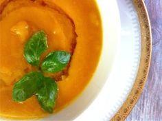 ZUPA z DYNI po TAJSKU :) wegańska - Smakoterapia Thai Red Curry, Cantaloupe, Fruit, Ethnic Recipes, Food, Diet, Turmeric, Meal, The Fruit