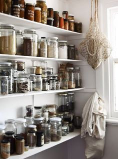 Kitchen storage and organisation idea, keep it simple, rustic and label with paint pens Matt and Lentil Purbrick — The Design Files Kitchen Interior, Kitchen Inspirations, Zero Waste Kitchen, Home, Kitchen Storage, Kitchen Pantry, Pantry Storage, Home Kitchens, Jar Storage