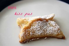 These Mini Kiss Pies are so cute! A chocolatey treat that's perfect for Valentine's Day.