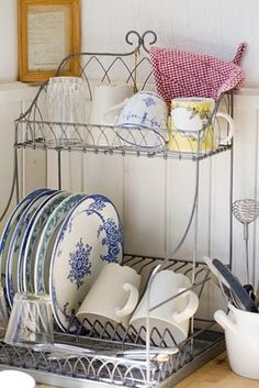 I love the blue dishes Upcycle Decor, Decor, Home Kitchens, Vintage Kitchen, Cottage Decor, Home, Shabby Chic Cottage, Cozy Kitchen, Home Decor