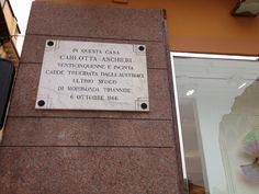 Carlotta Aschieri (venticinquenne e incinta, cadde trucidata dagli austriaci) - Piazza Bra, Verona