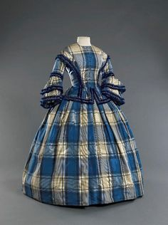 55 blue & white plaid with fringe, Musee Galeria 1850s Fashion, Victorian Fashion, Vintage Fashion, Plaid Fashion, 1800s Clothing, Historical Clothing, Vintage Gowns, Vintage Outfits, Civil War Fashion