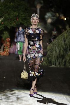 Dolce & Gabbana Alta Moda Fall/Winter 2015-2016 Fashion Show