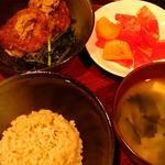 GAZIO - 山芋のふわっとした揚げ物、トマトと柿のサラダ、賢者の妙泉、有機栽培発芽玄米