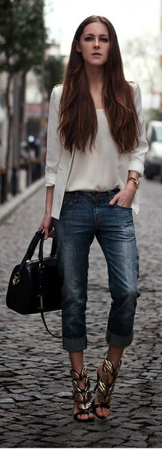 Street style : WHITE AND GOLD  with denims /  Kateriana K. - her shoes rock!
