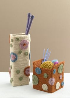 7. Polka Dot Vases   32 Awesome No-Knit DIY Yarn Projects