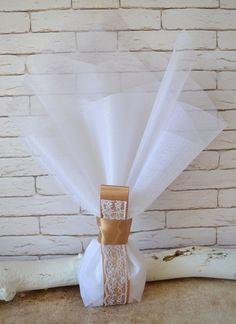 Μπομπονιέρα γάμου με σατέν κορδέλα. Περιλαμβάνει: 5 κουφέτα αμυγδάλου Χατζηγιαννάκη Κορδέλα σατέν μόκα 25χιλ. Δαντέλα λευκή Τούλι λευκό 45χ50 εκ #γάμος #νύφη #εκκλησία #bride #wedding #μπομπονιερες #μπομπονιεραγαμου #μπομπονιέρες #μπομπονιέρα #μπομπονιερεσ #μπομπονιερεςγαμου #μπομπονιερα #τούλι #μπομπονιερες_γαμου #mpomponieres_vintage #mpomponieresgamou #mpomponiera #mpomponieragamou #mpomponieres #mpomponieresgamou#wedding Vintage, Home Decor, Decoration Home, Room Decor, Vintage Comics, Home Interior Design, Home Decoration, Interior Design
