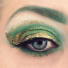 Holiday inspired makeup 🎄🎄🎄 #makeupgeek #beautyaddict #makeup #look #beauty #eyeshadow #eyemakeup #eyebrows #green #christmas #holiday #gold