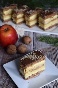 Jabłkowo-orzechowe s.Anastazji – Smaki na talerzu Polish Desserts, Polish Recipes, Polish Food, Food Cakes, Tiramisu, Cake Recipes, Food And Drink, Cooking Recipes, Sweets