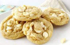 Ideas Cookies Recette Chocolat Blanc For 2019 White Chocolate Macadamia, White Chocolate Chips, Hot Chocolate, Desserts With Biscuits, Cookies Et Biscuits, Dessert Biscuits, Biscuit Vegan, Chocolate Christmas Cookies, Macadamia Nut Cookies