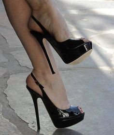 Gorgeous, concentrant on the peak toe and leave the rest alone .