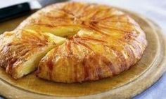 My grandmother used to make this pie on the weekends when I was little. Bacon Pie, Bacon Potato, Potato Pie, Cheese Potatoes, Sliced Potatoes, Rooster Potatoes, British Cheese, Cheese Recipes, Potato Recipes
