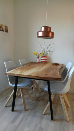 Hjemmelavet plankebord. Homemade woodtable.