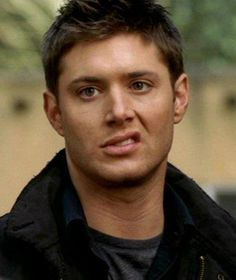Jensen Ackles as Dean Winchester on Supernatural ♡ ♡ Sam Winchester, Familia Winchester, Winchester Brothers, Castiel, Supernatural Tv Show, Supernatural Quotes, Supernatural Drawings, Sherlock Quotes, Sherlock John