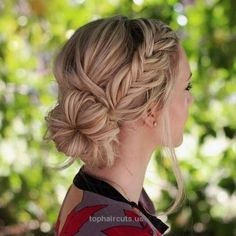 20 Stylish and Appropriate Hairstyles for Work – The Right Hairstyles for You Side Bun With A Fishtail Braid http://www.tophaircuts.us/2017/06/15/20-stylish-and-appropriate-hairstyles-for-work-the-right-hairstyles-for-you/