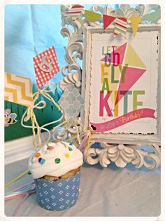 Let's Go Fly A Kite Party #cupcakes #pickyourplum #bakingcups