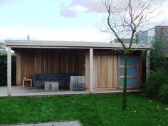Tuinhuis met overkapping. Luifel heeft een vrije overspanning. Moderne uitstraling. De Meern Utrecht.