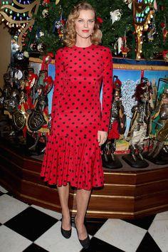 Eva Herzigova en Dolce & Gabbana http://www.vogue.fr/mode/look-du-jour/articles/eva-herzigova-en-dolce-gabbana/21352