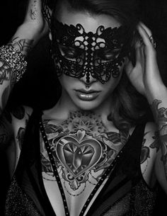 Black masks Black style Black and White Black fashion Minimalist style B&W photos Black mood Dark photos Black design Back to black Black And White Portraits, Black And White Pictures, Black And White Photography, Foto Glamour, Mask Girl, Lace Mask, Beautiful Mask, Masquerade Ball, Black N White
